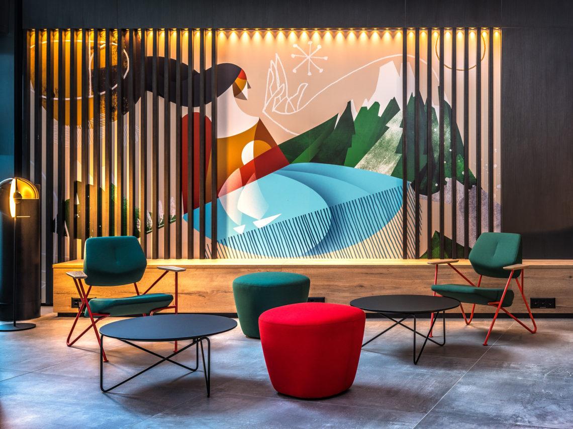 Restaurants & Hotels-Lobby Zurich Airport